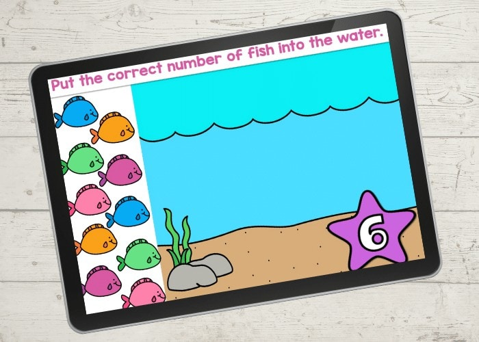 Fish counting activity for Google Slides and Seesaw. Kindergarteners and preschoolers will love counting with these adorable fish! Make an array with the fish in the ocean! Free digital activity.